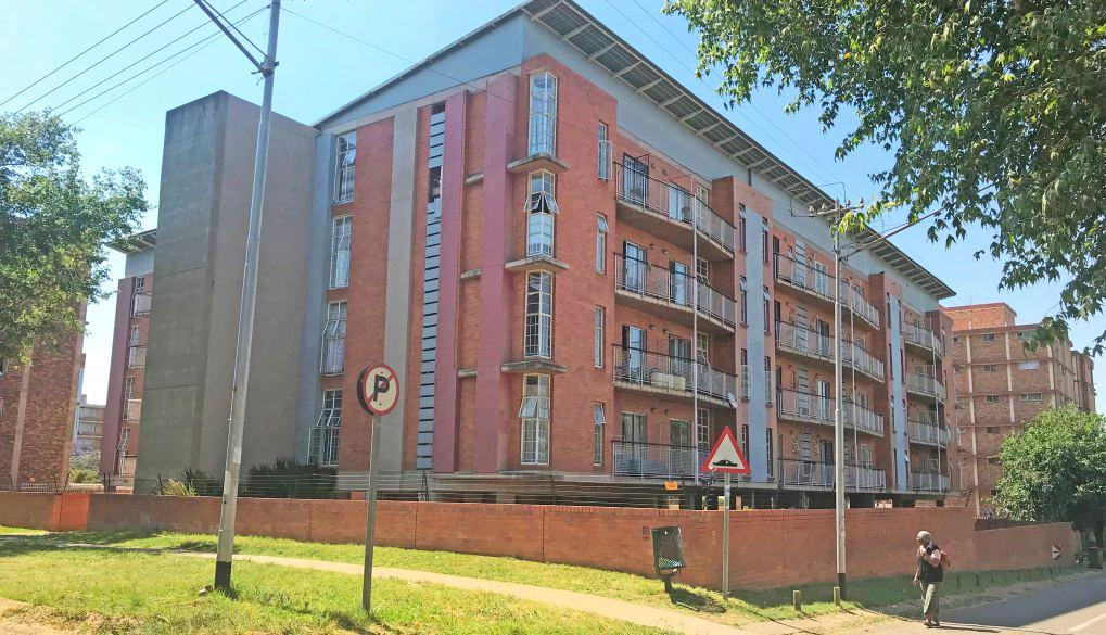 Prime Vacant Office Block Web Ref: 113007 LOT 16 41B Wessels Road, Rivonia Opening Bid R2 Million Downsizing for better offices High exposure on main arterial Erf size: 1021m² GLA: ± 525m² Upmarket