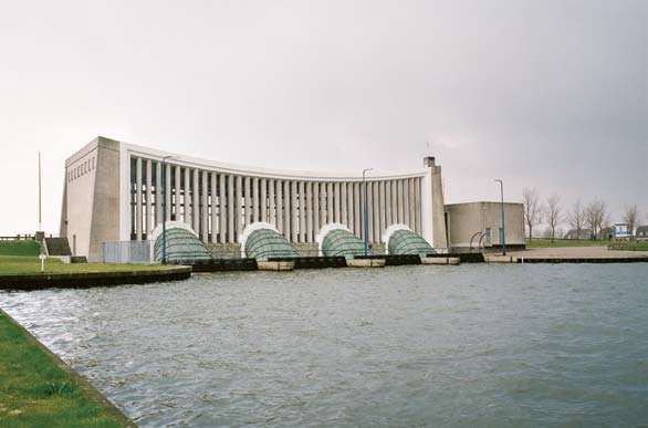 J.L. Hoogland pumping station at Stavoren. This is also an inlet point for the regional water system. agricultural land.