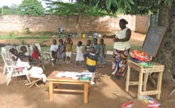 Ecole Mixte La Splendeur, Central African Republic Community Schools In countries where the national educational system does not reach rural areas, a number of Bahá í agencies are working towards the