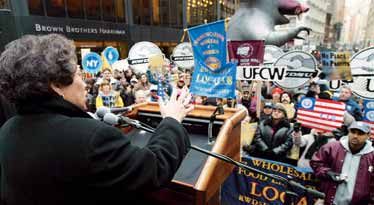 HOW THE U.S. IS GOVERNED A union offi cial addresses a labor rally in New York City, 2004. This group had gathered to demonstrate support for striking grocery store workers in California.