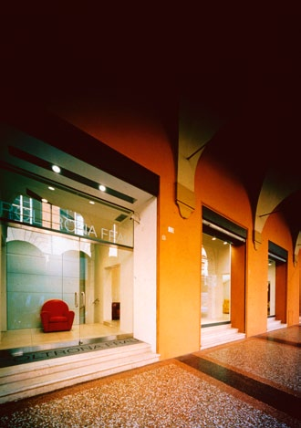 Poltrona Frau showrooms, Salerno, Lecce, 2005 The