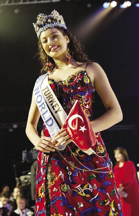 Right: Miss World 2002, Azra Akın, a