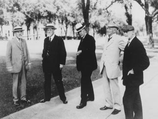 THE WISCONSIN IDEA 3 This 1918 photograph captures five of the leading advocates of the Wisconsin Idea in a relaxed moment on Bascom Hill. Shown from left to right are UW President Charles R.