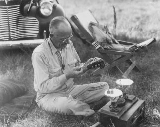 52 WISCONSIN BLUE BOOK 1995 1996 Aldo Leopold s role in the Wisconsin Idea revolved around his pioneering work in wildlife ecology and game management that resulted in the broader view of