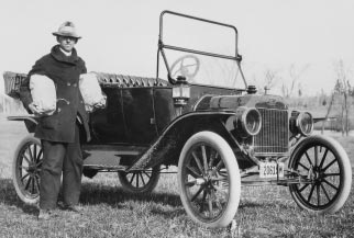 THE WISCONSIN IDEA 67 UW county agricultural agent E. L. Luther takes the Wisconsin Idea into the field in 1914 with the latest technology of the day (photo courtesy of UW-Madison Archives, Neg.