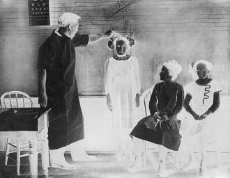 The School As Community Hub Scenes in a school clinic, somewhere in Ontario, ca 1905 tions in the overcrowded poor neighbourhoods of the inner cities with a variety of measures from trained nurses