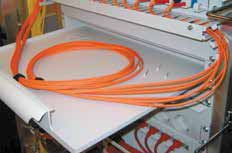 (1) Special attention has been paid to ensuring that all cable management components can be fastened with Velcro strips