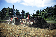 Evenly apply compost at a rate of 135-270 cubic yards per acre (1-2 inch layer) or 50-100 tons per acre over the entire field.