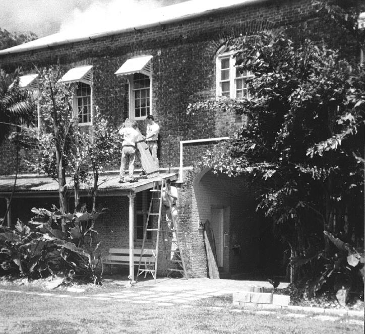 176 Part III: For Departmental Team Leaders Figure 7 Buildings and maintenance staff of the Barbados Museum and Historical Society installing shutters on the museum s windows to protect against an
