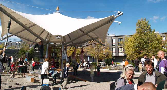 South Albertslund, Copenhagen 3-5 min play / recreation 3-5 min surface graphics open character the unifying square multiple uses As part of a holistically oriented urban renewal process in South