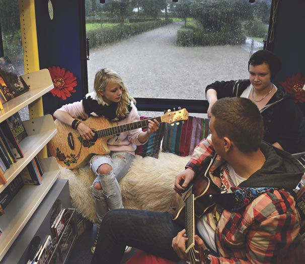 Teenagers making music in the bus. Discuss among the library staff whether the schedule works well and test reservations for select groups of people.