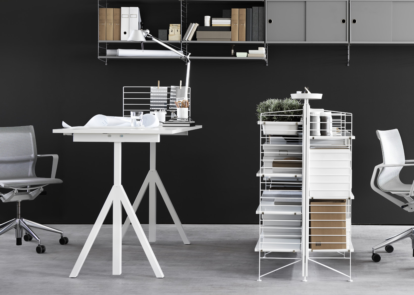 height adjustable desk people are not built to sit still. therefore, we work better if we can vary our posture. by changing position from sitting to standing, one can concentrate more and feel better.