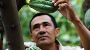 Fairtrade environmental standards promote sustainable development and the implementation of good agricultural practices, such as sustainable water use, responsible waste management, integrated pest