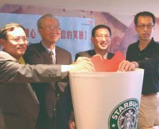 CSR Fiscal 2002 Annual Report 29 INTERNATIONAL INITIATIVES Starbucks growth around the globe has depended on selecting business partners who share our mission and values.