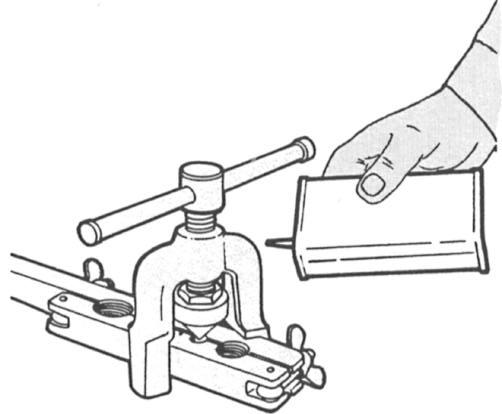 If a reaming device is mounted on- the body of the cutter, keep it retracted when not in use.