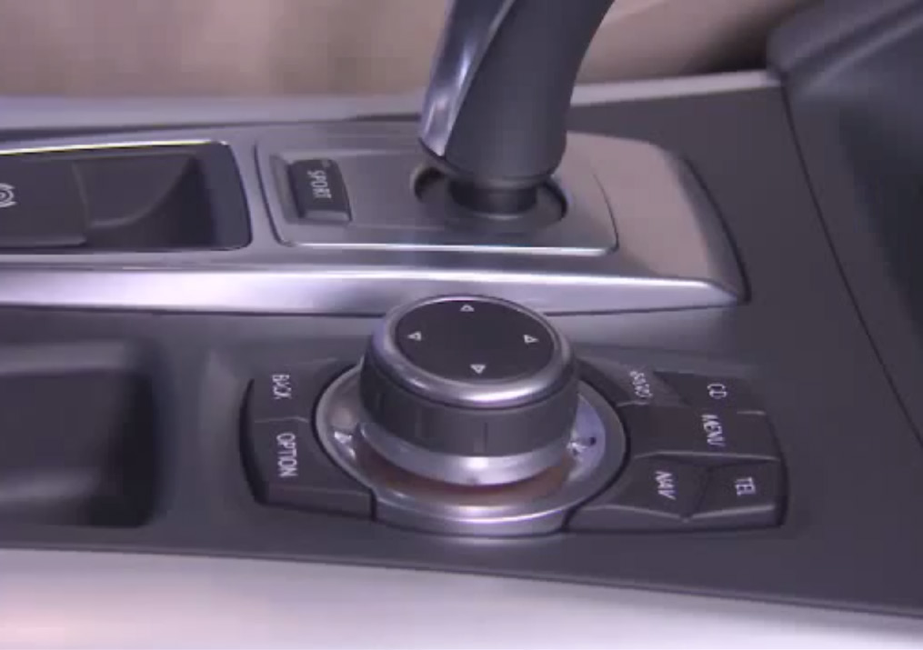 Control knob next to the shifter and screen BMW went on to introduce the improved i-drive Touch in 2013 to alleviate some of these issues by introducing a touch interface on the