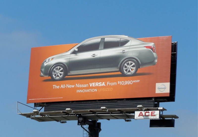MICRO-DWELL : INFORMATION IN PIXELS Tim Smith Design Specialist Nissan Versa Car billboard Photo credit: Jason in Hollywood When it comes to visual communication in an in-car environment, you want to