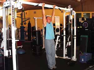 Hanging leg raises Please note that the majority of people you see in the gyms perform this exercise wrong by using an arched back. Don t copy them! Follow these instructions instead.