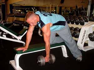 START/FINISH MIDPOINT One arm dumbbell rows With your right hand and