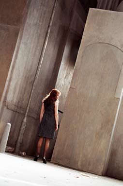 The space The Hour contains around 450 characters who arrive in a square and quickly disappear.