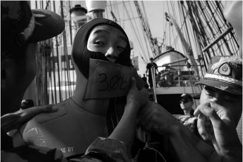 f i v e dr a g o n s st i r r i n g up th e se a 29 Photo 23. Chinese coast guard cadets drill aboard USCG cutter Eagle in the Atlantic during August 2009.