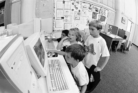70 SAN DIEGO growing pressures for after-school programming and the emerging funding streams for it fueled the rapid expansion of San Diego s 6 to 6 in the late 1990s and early 2000s.