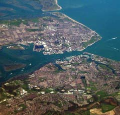 5% or 1 in 200 years) Kingston-Upon-Hull sits 25 miles from the North Sea on the north bank of the Humber Estuary. The River Hull bisects the city, flowing from north to south.