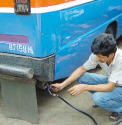 Cleaning up Urban Bus Fleets with a focus on developing and transition countries Test procedures and emission standards: I/M test procedures and the emission standards for inspected vehicles should