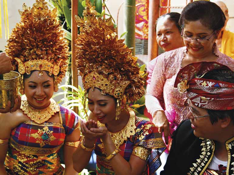 CULTURE THE WANDERING BALINESE SOUL According to Hindu theology, the soul does not end up in hell or paradise after death, as it is believed in Christian and Moslem traditions.