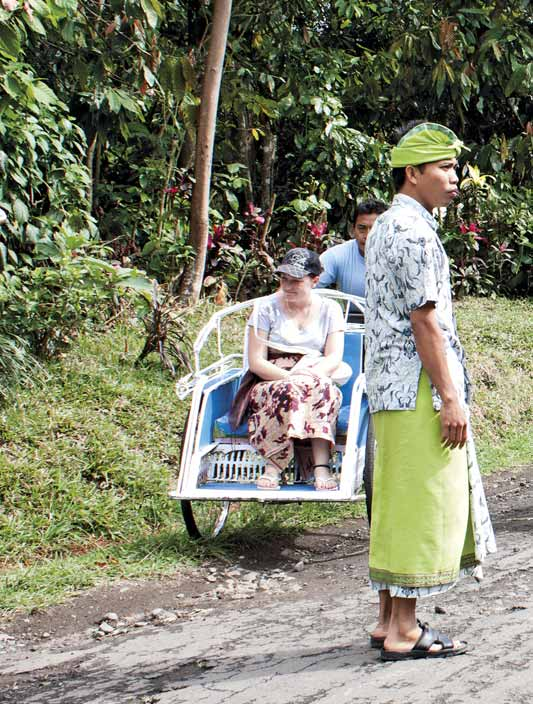 WHAT TO DO I recently heard about Bali Experience Adventure from a friend who told me that this adventure company offers becak rides in a village in Tabanan Regency.