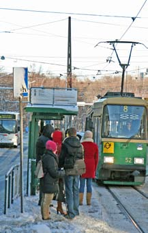 The tram with its green Raitiolinjat cars is advocated, among other things, Spårvägslinjer by the fact that it is environmen- Etelä-Haaga Pikku Huopalahti 1, 1A 3T, 3B 4, 4T 6 7A, 7B 8 10 HAAGA HAGA