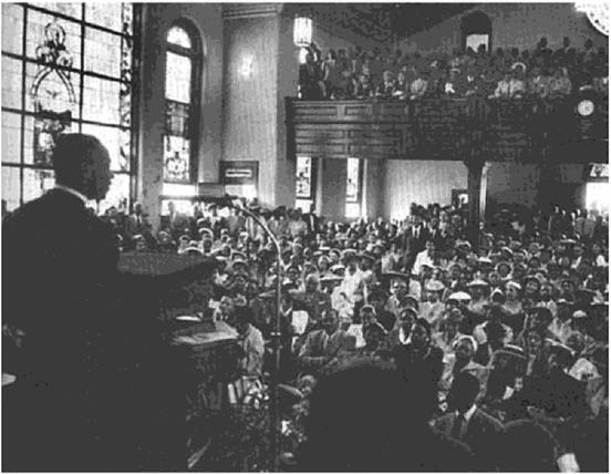 CHAPTER ONE Figure 1.2. Dr. Martin Luther King, Jr., delivering his last sermon, Memphis, Te nnessee, April 3, 1968. Photograph from blackpast.org better listeners than those at the top.