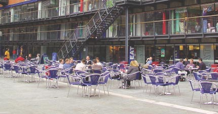 Activity Outdoor restaurant tables can animate the street scene introduce eyes on the street and lessen the dominance of drinking on the evening economy. Lambeth.