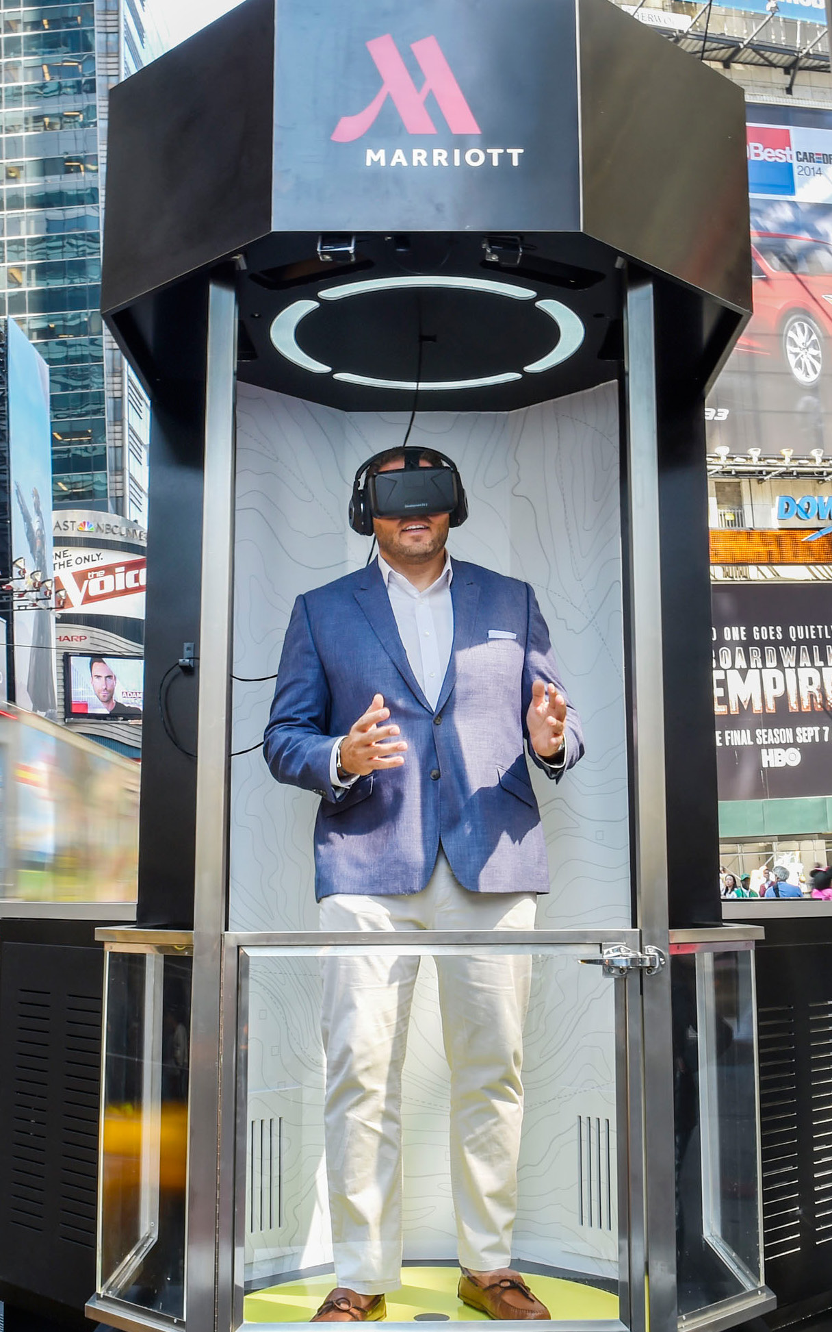 SIGNALS Immersive marketing In late 2014, Marriott Hotels launched the Teleporter, a virtual-reality experience that allows users to transport virtually to London or Hawaii.