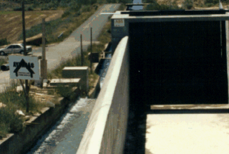 Chapter 1. Introduction 21 spillway. To reduce the with of the intake to a minimum, an elongated spillway should be installed.