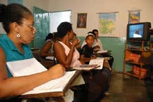 UNESCO/Ramon Lepage Telecurso 2000 The Telecurso 2000 project aims to providing non-formal literacy education for people in Brazil who did not finish school or cannot access school education.