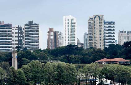Curitiba: a class of its own Well above in two individual categories, air quality and waste, and above in