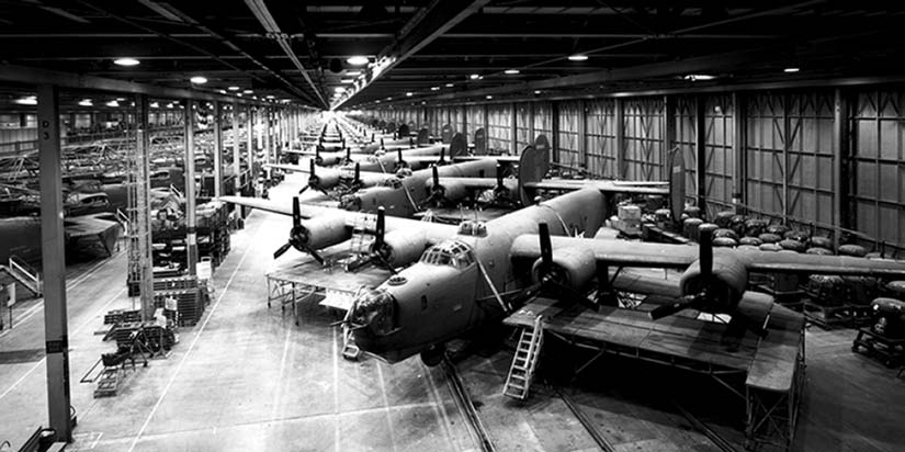 6 Center for Strategic and Budgetary Assessments Figure 1. Ford s Willow Run Bomber Pl ant during World War II Source: U.S. Army Signal Corps to produce entire planes, major aircraft subassemblies, tanks, anti-aircraft guns, etc.
