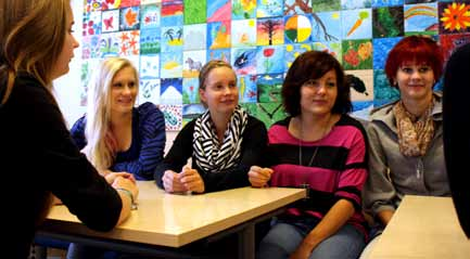 The journey to the world begins The first lesson on an autumn Friday ends at Seinäjoki Upper Secondary School. Students file out of their classrooms, but the break starts in an un usual atmosphere.