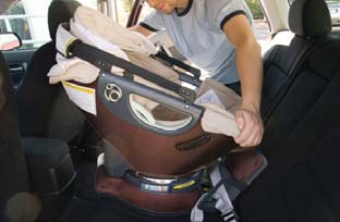 If it does, remove the Infant Car Seat and contact Orbit Baby. Rotating & Removing the Infant Car Seat! WARNING!