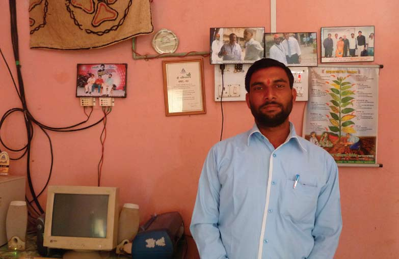 A story from the field on the life and impact of an echoupal local agent in India Prashant Wanzajari in his Sanchalak office close to Wharda, Maharashtra Prashant Wanzajari is a farmer, and since