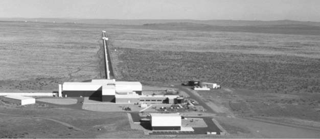 225 9.2 The detection of gravitational waves Figure 9.4 The LIGO gravitational wave observatory at Hanford, Washington, DC.