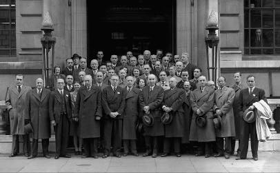 The conference of the national sta n d a rds bodies at which it was decided to establish ISO to o k place at the Institute of Civil Engineers in London from 14 to 26 October 1946.