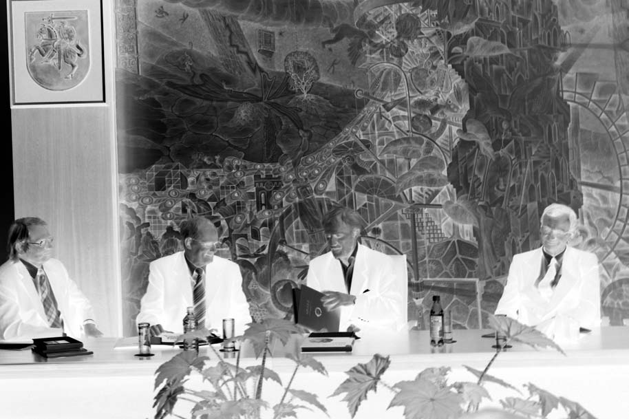 AUDRONĖ BLIUJIENĖ Preface fig. 3. The presentation of the monograph Apuolė Ausgrabungen un Funde 1928 1932 at the conference at the Origins of the Culture of the Balts. Left to right: V. Žulkus, A.