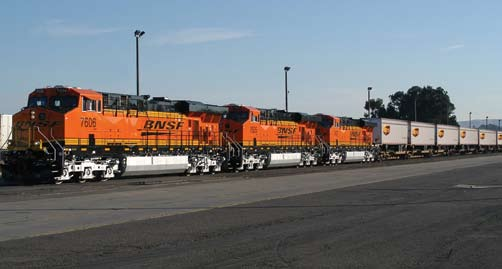 P E A K 2 0 0 6 Team BNSF At our best when needed most. It s that time of year again when BNSF employees and UPS pull together to achieve a damagefree, on-time holiday shipping season!