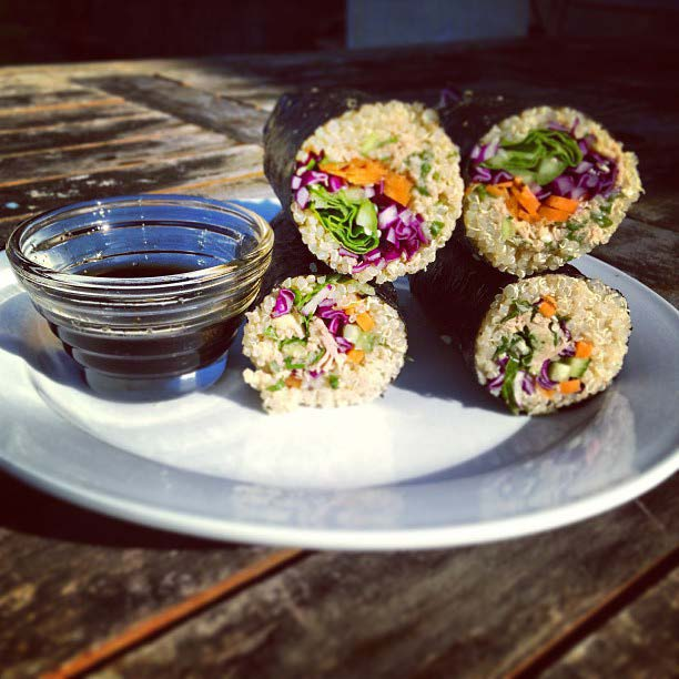SAVORY SESAME TUNA & QUINOA NORI ROLLS by @amjnewman SUSHI: 4 nori sheets 2 cups cooked quinoa, rinsed and cooled ½ cup red cabbage ½ cup carrot ½ cup cucumber ½ cup shallots 4 whole leaves of raw