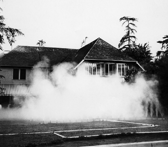 The first demonstration of water fog by cloud physicist Thomas Mee in the backyard of his house in Altadena, California, August 1969. Image courtesy Mee Industries, Inc.