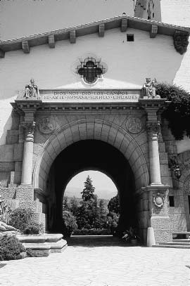 116 27 Santa Barbara County Courthouse, William Mooser zens of Santa Barbara, for instance, that after their city had been devastated by an earthquake, it should rise again Spanish.