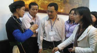 Left: Ethnic woman farmer enthusiastically shares her SRI experience with the agricultural technicians and Cambodian counterparts during the second SRI National Workshop in January 2010.