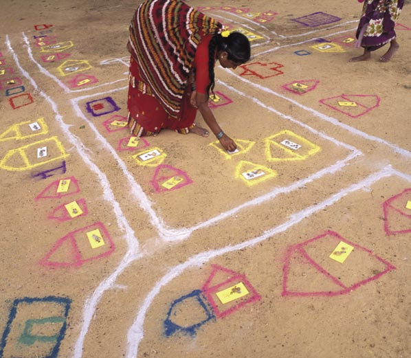 4 24 A project in Tamil Nadu, India, supported by the Ford Foundation, encouraging